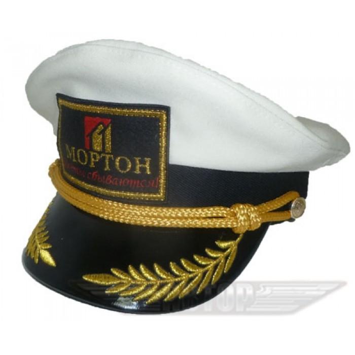 Яхтсменка с корпоративной символикой